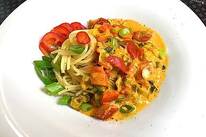 Spaghetti in cremiger Paprika - Tomaten - Frühlingszwiebel - Sauce