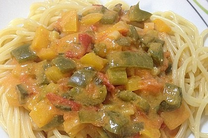 Spaghetti in cremiger Paprika - Tomaten - Frühlingszwiebel - Sauce 10