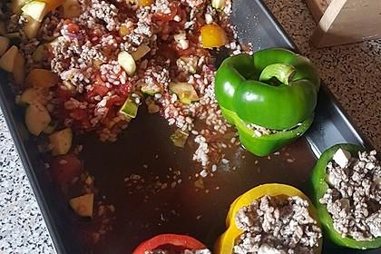 Gefüllte Paprika mit Hackfleisch, Feta und Zucchini 27