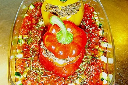 Gefüllte Paprika mit Hackfleisch, Feta und Zucchini 11
