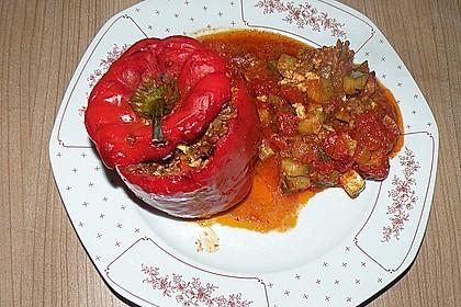 Gefüllte Paprika mit Hackfleisch, Feta und Zucchini 12