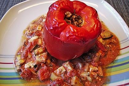 Gefüllte Paprika mit Hackfleisch, Feta und Zucchini 36