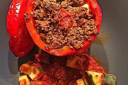 Gefüllte Paprika mit Hackfleisch, Feta und Zucchini 23