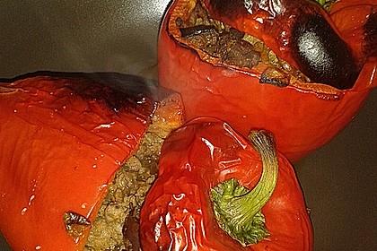 Gefüllte Paprika mit Hackfleisch, Feta und Zucchini 26