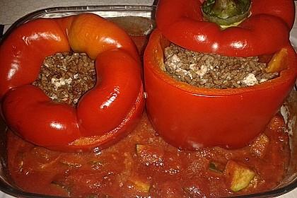 Gefüllte Paprika mit Hackfleisch, Feta und Zucchini 8