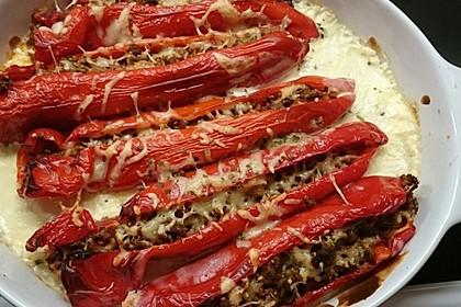 Gefüllte Paprika mit Hackfleisch, Feta und Zucchini 37