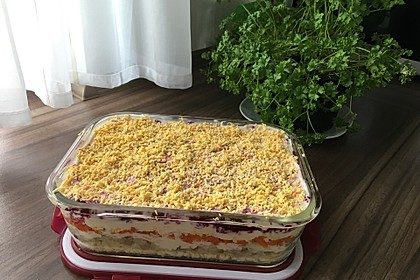 Russischer Schichtsalat 'Hering im Pelzmantel' 27