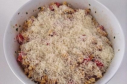 Nudelsalat mit Tomaten, Knoblauch, Basilikum und frischem Parmesan 2