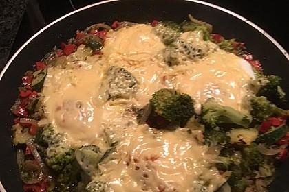 Gemüsepfanne mit Eiern und Käse 32