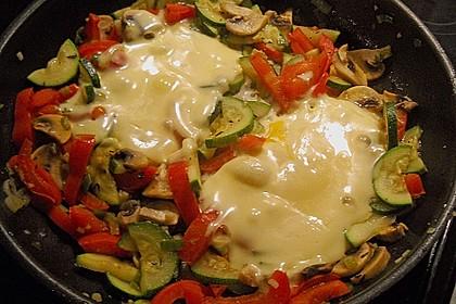 Gemüsepfanne mit Eiern und Käse 10