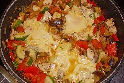 Gemüsepfanne mit Eiern und Käse 17