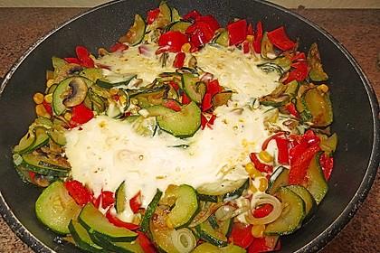 Gemüsepfanne mit Eiern und Käse 9