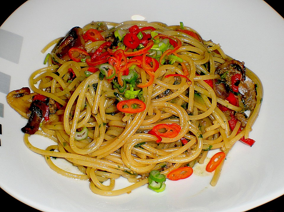 spaghetti mit sojasauce zucchini paprika spinat und pilzen von zwoelf. Black Bedroom Furniture Sets. Home Design Ideas