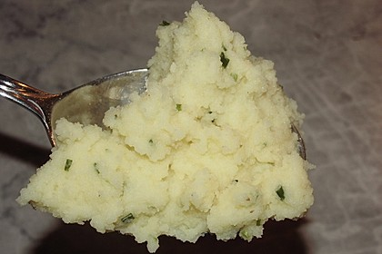 Kartoffelpüree mit Knoblauch und Kräutern 4
