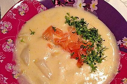 Spargel - Käsecremesuppe mit Räucherlachs
