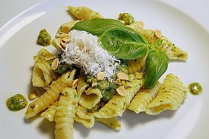 Albertos Garganelli mit Sojabohnen - Pesto