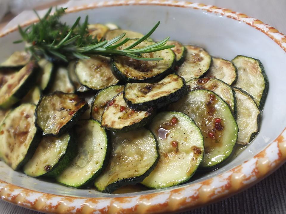 zucchini mariniert rezept mit bild von grilllisel. Black Bedroom Furniture Sets. Home Design Ideas