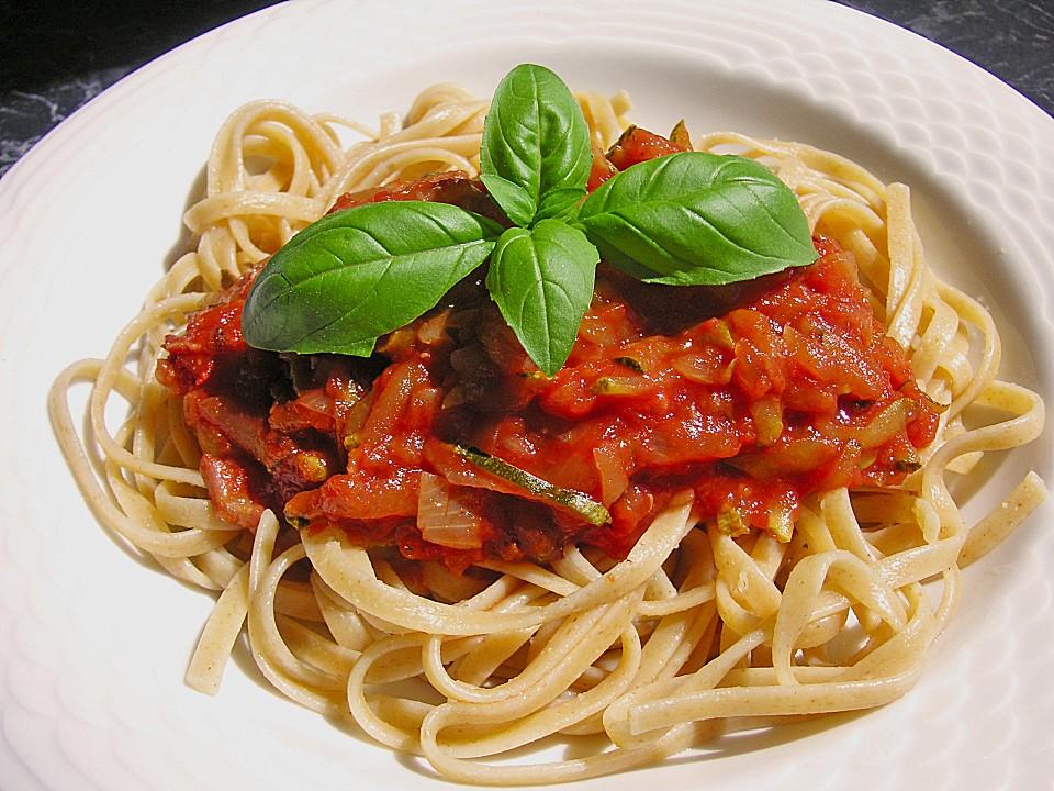 spaghetti mit zucchini und tomatensauce rezepte suchen. Black Bedroom Furniture Sets. Home Design Ideas