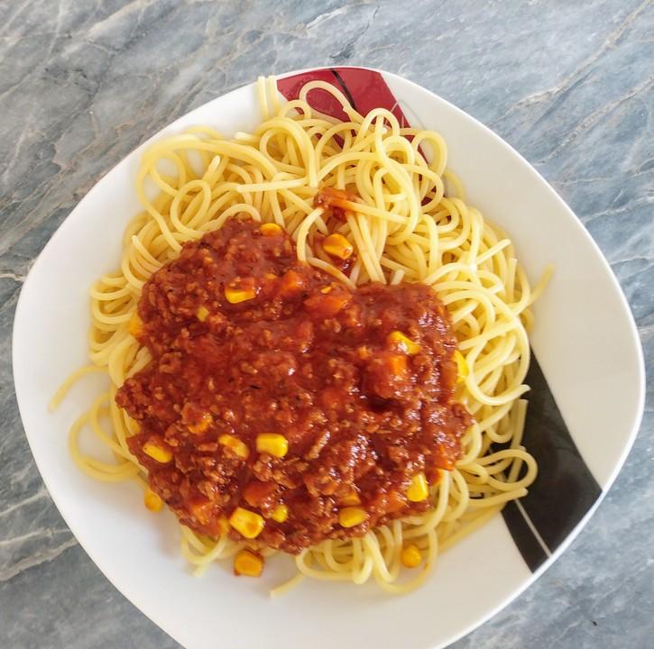 spaghetti mit hackfleisch bolognese von minimi86. Black Bedroom Furniture Sets. Home Design Ideas