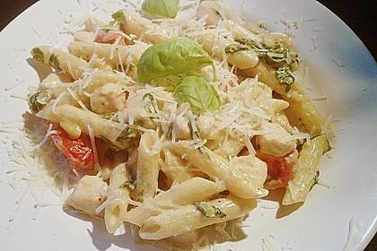 Nudeln mit Spinat, Tomaten und Hähnchen