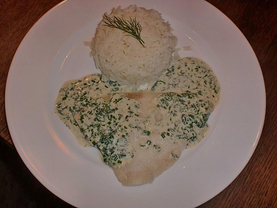 pochierte seezunge an einer weißweinsauce mit frischen