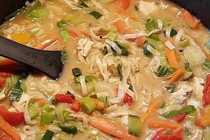 Asiatische Nudelsuppe mit Huhn und Gemüse 1