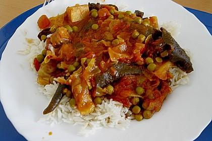 Tomatensauce mit Pilzen und Gemüse