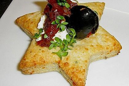 Parmesansterne mit Tomaten und Oliven