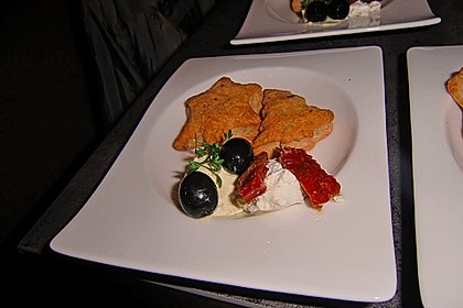 Parmesansterne mit Tomaten und Oliven 41