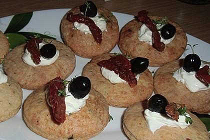 Parmesansterne mit Tomaten und Oliven 24