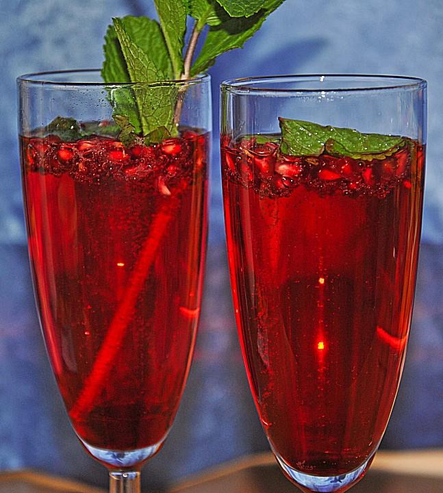 granatapfel drink mit prosecco und minze von bellagiora. Black Bedroom Furniture Sets. Home Design Ideas