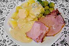 Kasseler mit Kartoffeln, Rosenkohl und Senfsauce