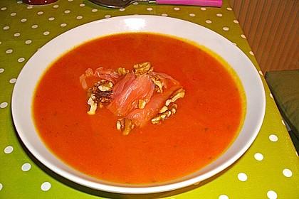 Pikante Kürbis - Kartoffelsuppe mit Räucherlachs und Shrimps 1