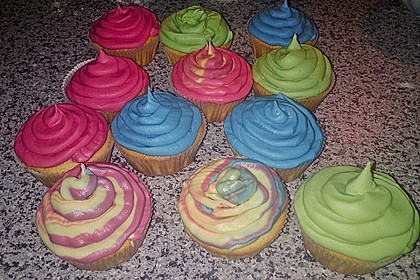 Vanilla Cupcakes 26