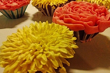 Vanilla Cupcakes 5