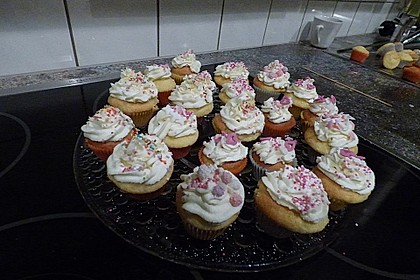 Vanilla Cupcakes 19