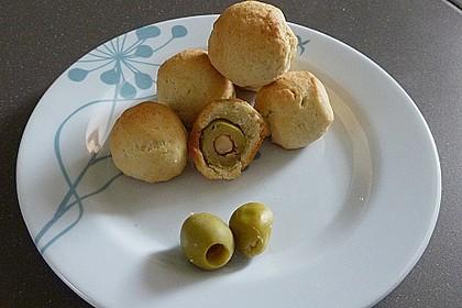 Oliven im Parmesan - Teig - Mantel