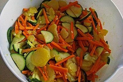 Kartoffelsalat mit Möhren und Zucchini