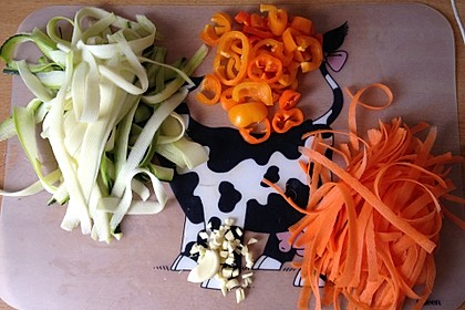 Gemüsespaghetti mit Shrimps 15