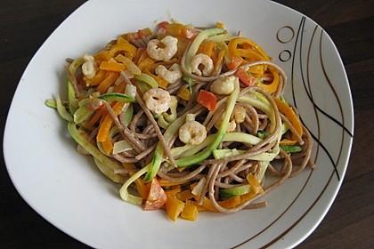 Gemüsespaghetti mit Shrimps 10