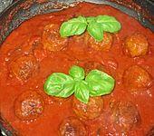 Hackbällchen mit Tomatensauce und Mozzarella