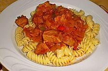 Gulasch mit Zwiebeln und Paprika