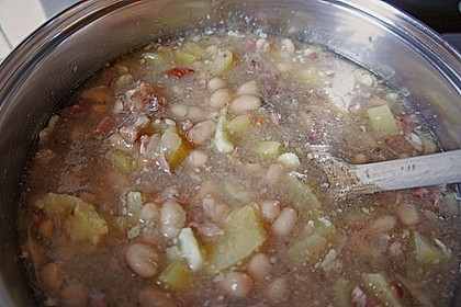 Weiße Bohnensuppe mit Wurst 1