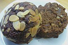 Schokoladenkuchen mit Datteln, Mandeln und Zimt