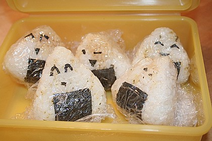 Onigiri mit Lachs und Hähnchen 18