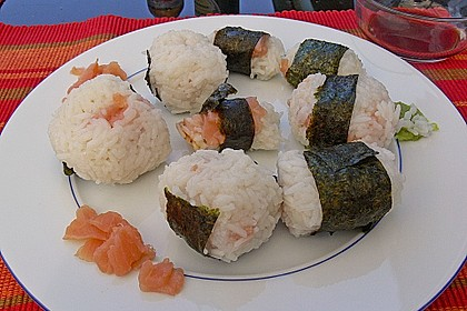 Onigiri mit Lachs und Hähnchen 20