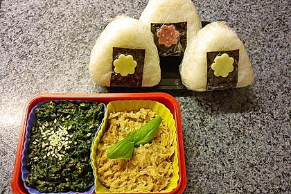 Onigiri mit Lachs und Hähnchen 7