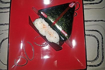 Onigiri mit Lachs und Hähnchen 23