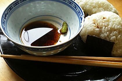 Onigiri mit Lachs und Hähnchen 16