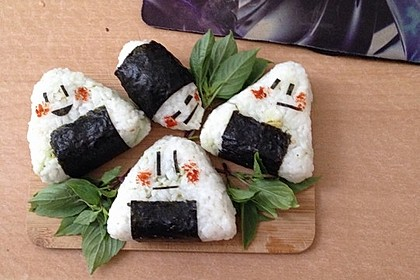 Onigiri mit Lachs und Hähnchen 13